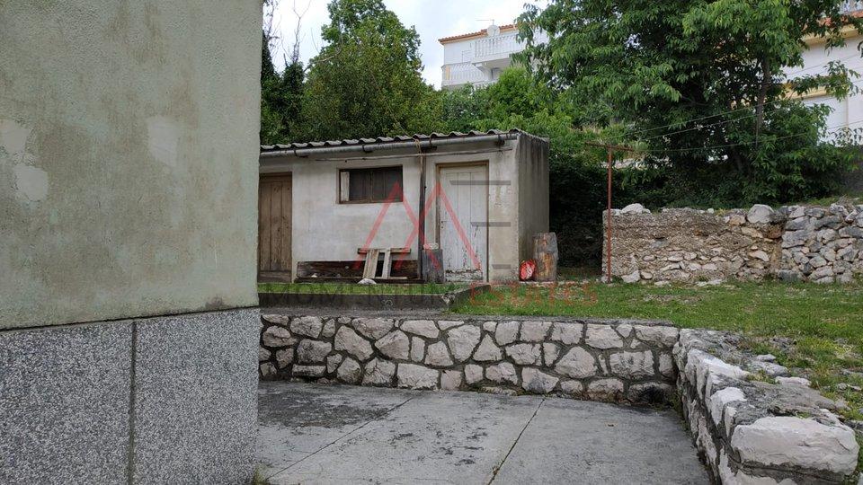 Novi Vinodolski, 2sobni klasični stan, 200m od mora