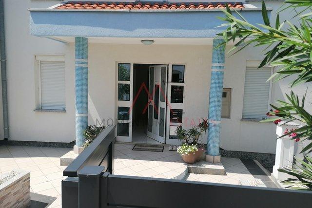Haus, 250 m2, Verkauf, Crikvenica